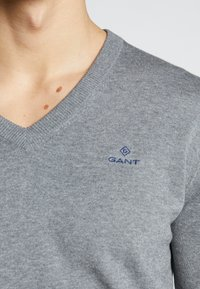 GANT - CLASSIC COTTON V-NECK - Jumper - dark grey melange - 4