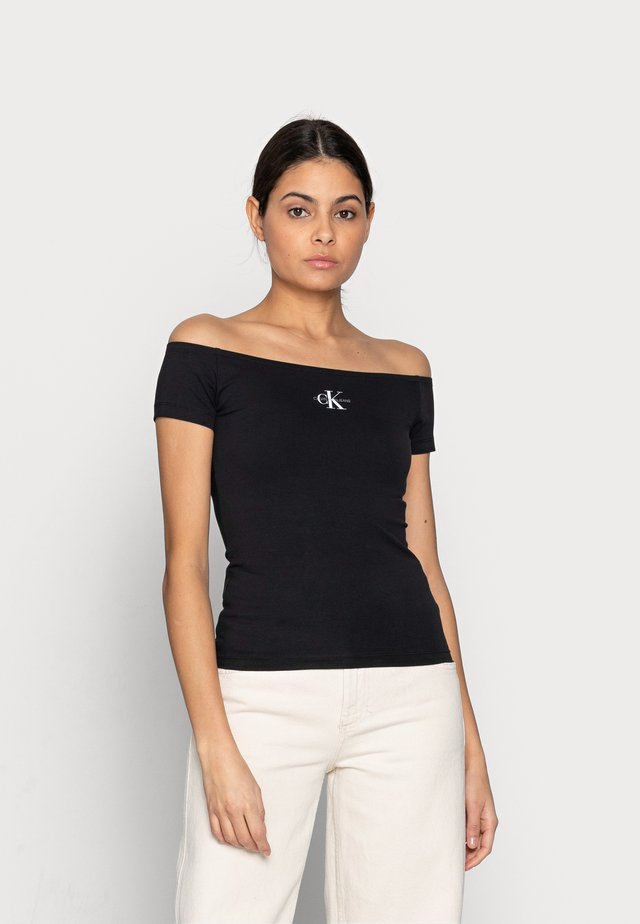 MONOGRAM SLIM BARDOT TOP - T-shirt con stampa - black