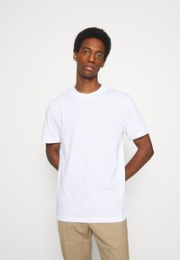 Selected Homme - SLHRELAXCOLMAN O NECK TEE - Basic T-shirt - bright white - 4