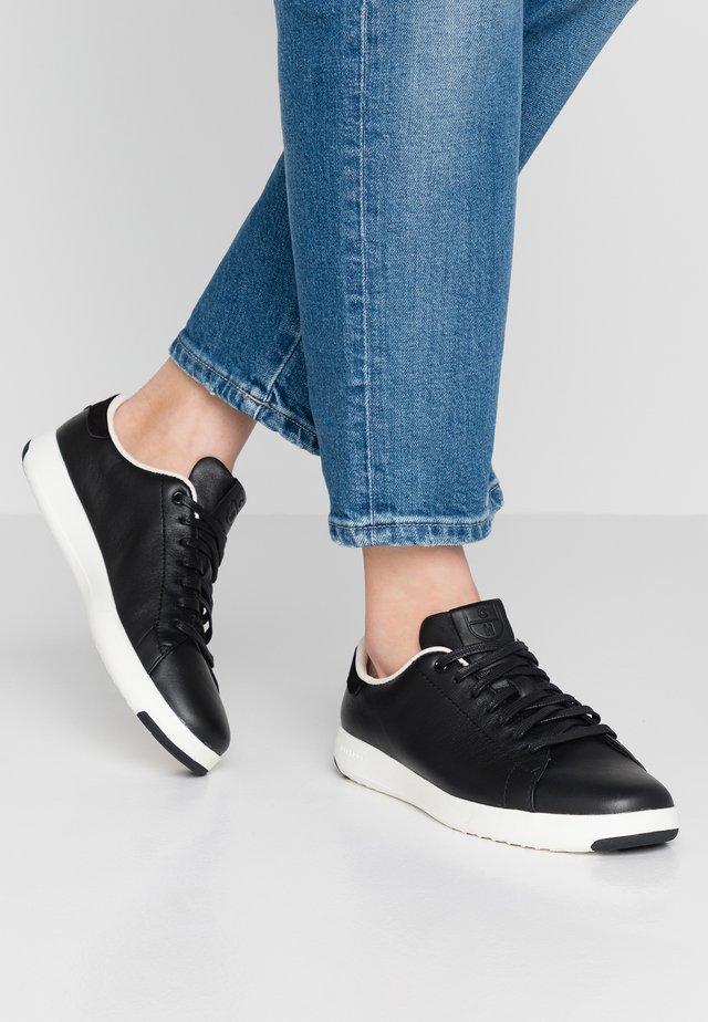 GRANDPRO TENNIS - Sneakers laag - black/optic white