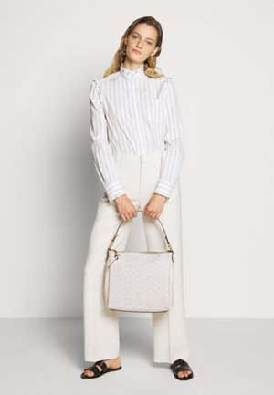 SIGNATURE SHAY SHOULDER BAG - Handbag - chalk chalk
