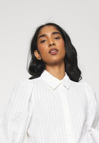 Monki - PHRIDA BLOUSE - Skjorte - white solid - 3