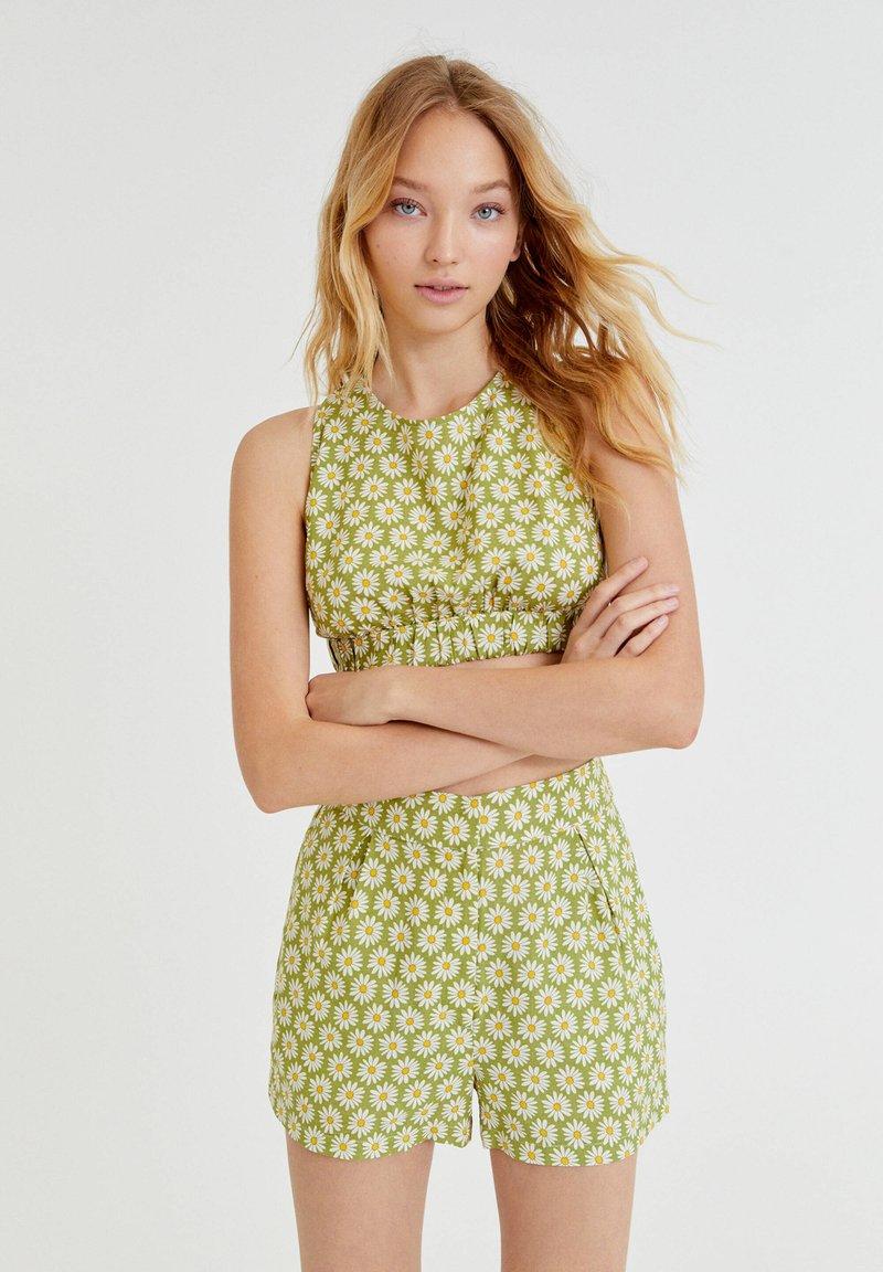 PULL&BEAR - MIT MARGERITEN - Shorts - green