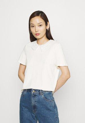 VMDUNA COLLAR - Print T-shirt - birch