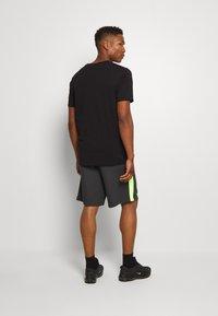 Nike Sportswear - FESTIVAL ALUMNI - Shorts - dark smoke grey/volt/volt - 3