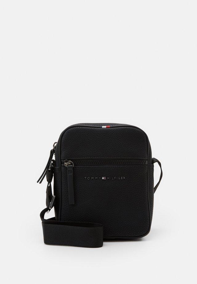 ESSENTIAL MINI REPORTER - Across body bag - black