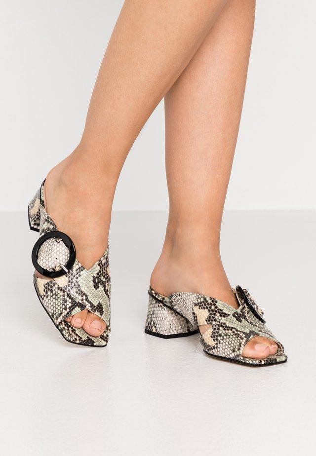 ARIA - Pantofle na podpatku - salvia