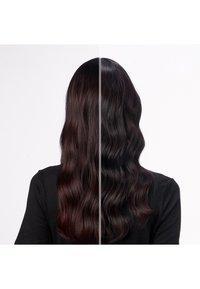Redken - REDKEN COLOR EXTEND MAGNETICS DEEP ATTRACTION, INTENSIV-TREATMENT GEGEN FARBVERLUST - Hair mask - - - 3