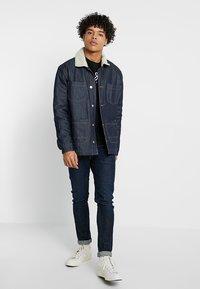 Pepe Jeans - EGGO REGULAR FIT - T-shirt z nadrukiem - black - 1
