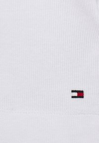 Tommy Hilfiger - ESSENTIAL SKINNY TEE - Basic T-shirt - white - 5