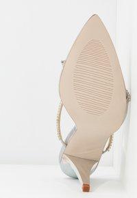 BEBO - HELENA - Pantofle na podpatku - silver - 6
