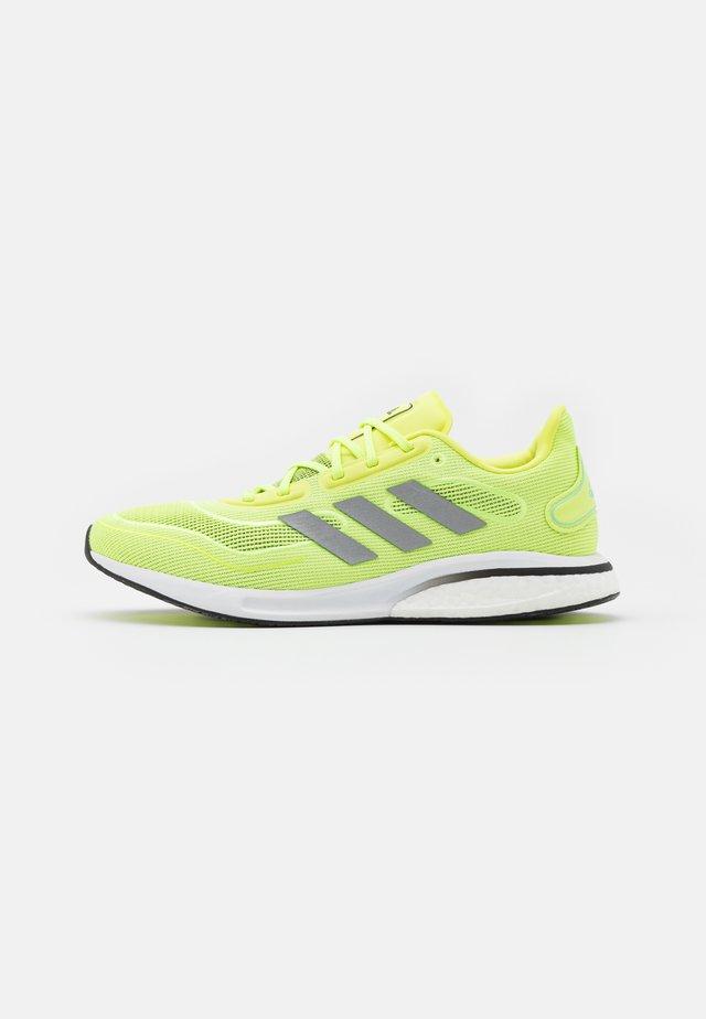SUPERNOVA - Neutrální běžecké boty - solar yellow/silver metallic/core black