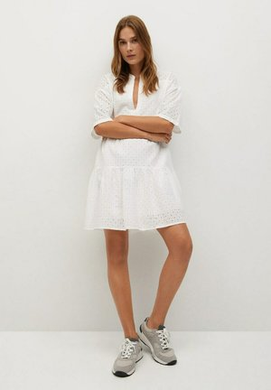 RAMITO-H - Korte jurk - blanco