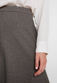 Apart - GLENCHECK SKIRT - Maxi skirt - cream/taupe - 6