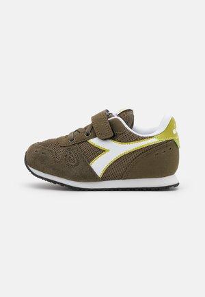 SIMPLE RUN UNISEX - Zapatillas de entrenamiento - olive green