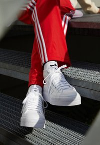 adidas Originals - NIZZA PLATFORM MID - High-top trainers - footwear white - 2