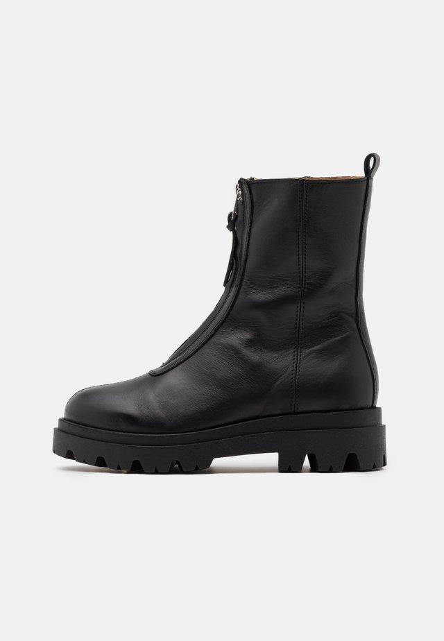 EVIE - Plateaustøvletter - black