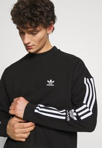 adidas Originals - LOCK UP CREW UNISEX - Sweatshirts - black - 3