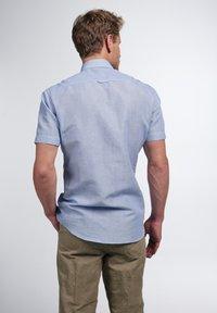 Eterna - SLIM FIT - Shirt - hellblau/weiß - 1