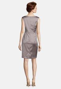 Vera Mont - MIT RAFFUNG - Shift dress - nude - 1