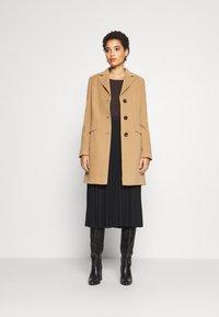 Barbara Lebek - Classic coat - camel - 1