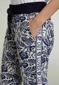 Oui - Tracksuit bottoms - white blue - 3