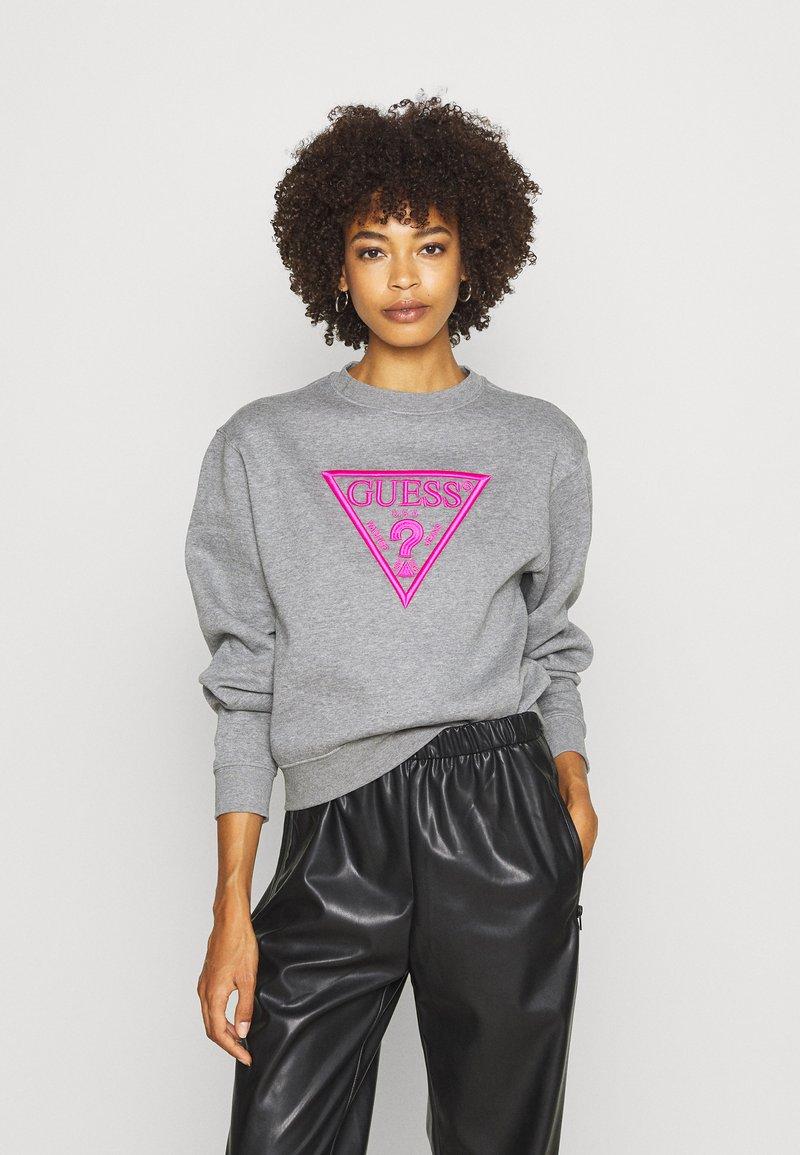 Guess - TRIANGLE - Sweatshirt - stone heather grey