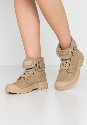 PALLABROUSE BAGGY - Veterboots - travertine