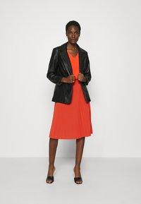 Anna Field - Plisse A-line mini skirt - Falda acampanada - orange - 1