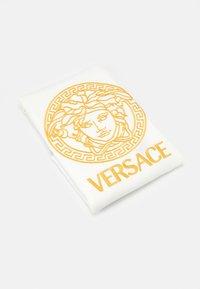 Versace - COPERTA DA ESTERNO UNISEX - Dětská deka - bianco/oro - 0