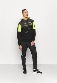 Fila - PARSOM BLOCKED HOODY - Sweatshirt - black/asphalt/sulphur spring - 1