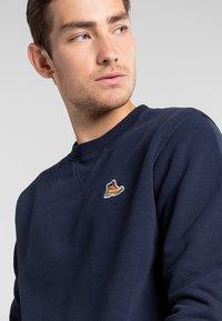 Timberland - BOOT LOGO CREW NECK - Sweatshirt - dark sapphire - 3