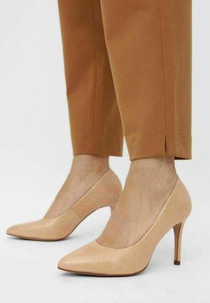 High heels - creme