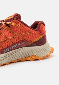 Merrell - MOAB FLIGHT - Scarpe da trail running - tangerine - 3