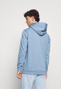 adidas Originals - 3-STRIPES HOODY ORIGINALS ADICOLOR SWEATSHIRT HOODIE - Hoodie - ambient sky - 2