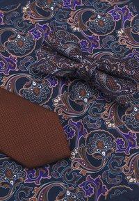 Burton Menswear London - SET - Cravatta - navy tan - 4