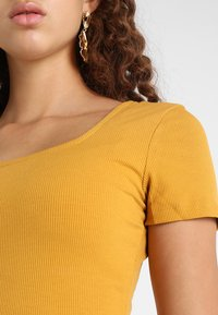 Glamorous - SQUARE NECK BODY 2 PACK - T-shirt basic - white/yellow - 5