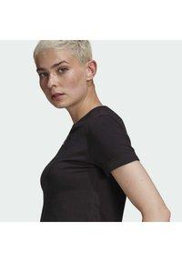adidas Originals - TOP ADICOLOR ORIGINALS REGULAR T-SHIRT - T-shirts med print - black - 3