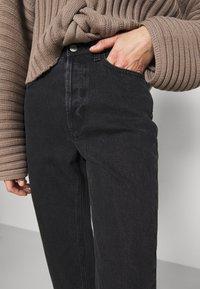 House of Dagmar - DEVINE - Jeans a sigaretta - washed black - 5