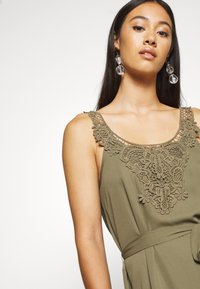 ONLY - ONLBEVERLY ABOVE KNEE DRESS  - Day dress - kalamata - 4