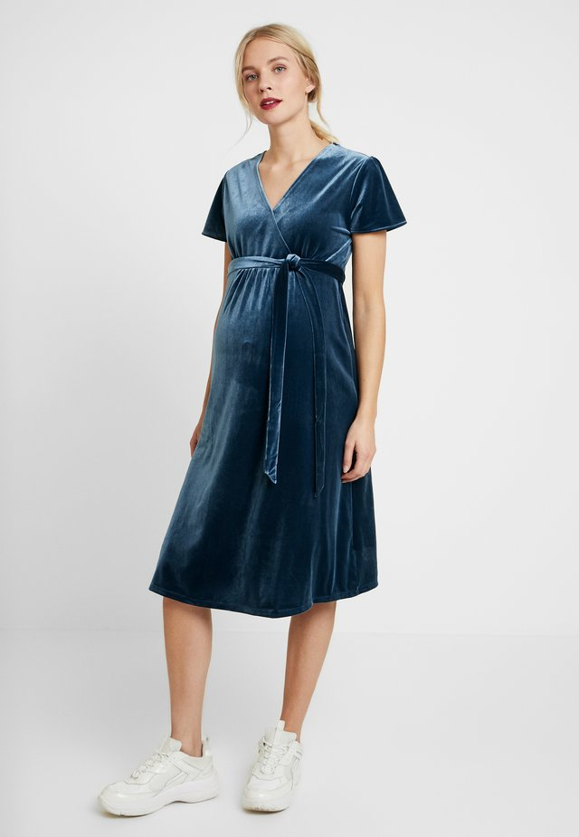 CROSSOVER VELVET DRESS - Trikoomekko - prussian blue