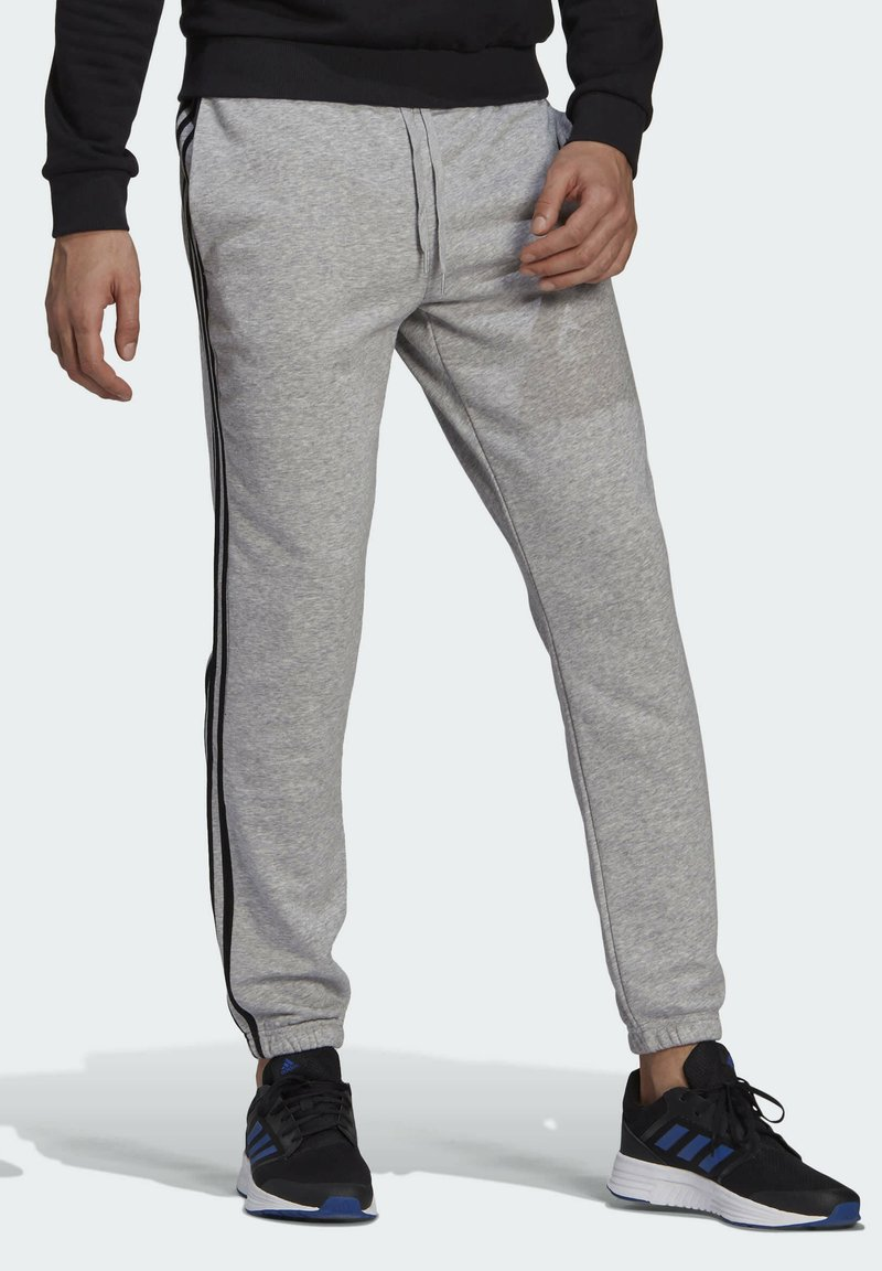 adidas Performance - ESSENTIALS FRENCH TERRY TAPERED 3-STREIFEN HOSE - Pantaloni sportivi - grey