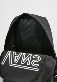 Vans - NEW SKOOL BACKPACK  - Rugzak - black/white - 5