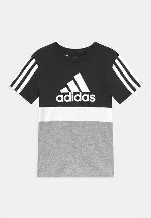 COLORBLOCK ESSENTIALS UNISEX - T-shirt z nadrukiem - black/medium grey heather/white