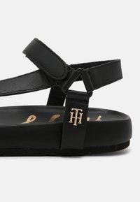 Tommy Hilfiger - INTERLOCK FLAT - Sandals - black - 5