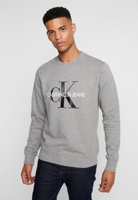 Calvin Klein Jeans - ICONIC MONOGRAM CREWNECK - Mikina - mid heather grey - 0