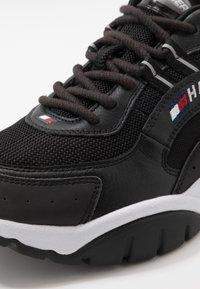 Tommy Jeans - HERITAGE RUNNER - Sneakers basse - black - 5