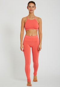 Yogasearcher - ASANA - Legging - coral - 1
