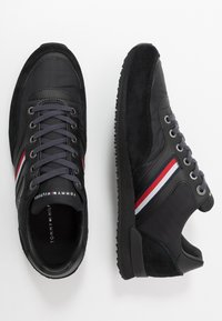 Tommy Hilfiger - ICONIC RUNNER - Trainers - black - 1