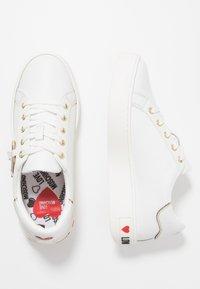 Love Moschino - DAILY LOVE - Trainers - white - 3